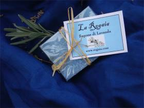 Lavender soap by La Rogaia