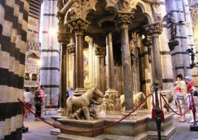 The pulpit in the cathedral of Siena, a masterwork by Niccolò Pisano. Photo: A. Malbon - guest at La Rogaia